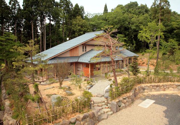 自然に囲まれ、心穏やかに暮らす家