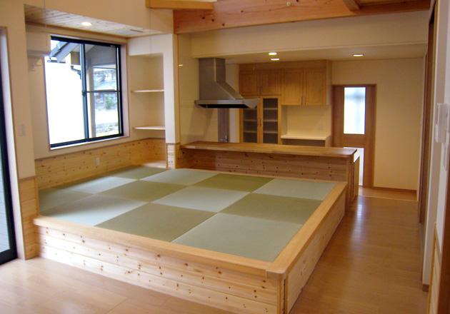 キッチン横の畳コーナー