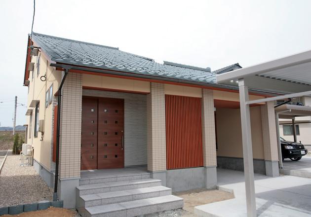 大屋根の和風な家