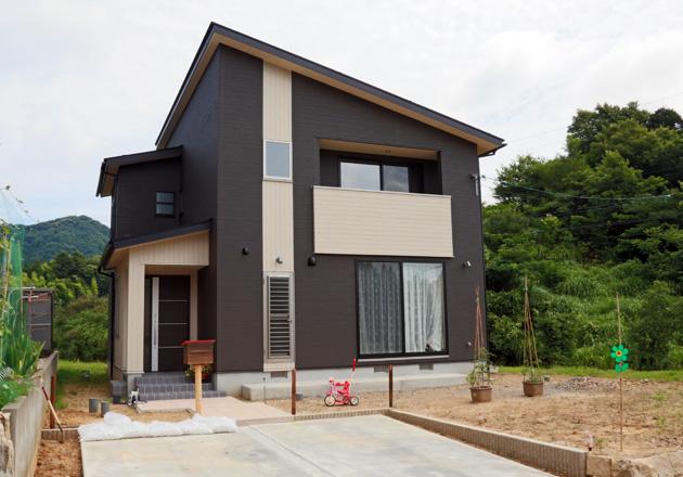 好きな色と自然を取り込んだ家
