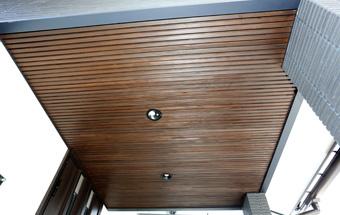 玄関の木製天井