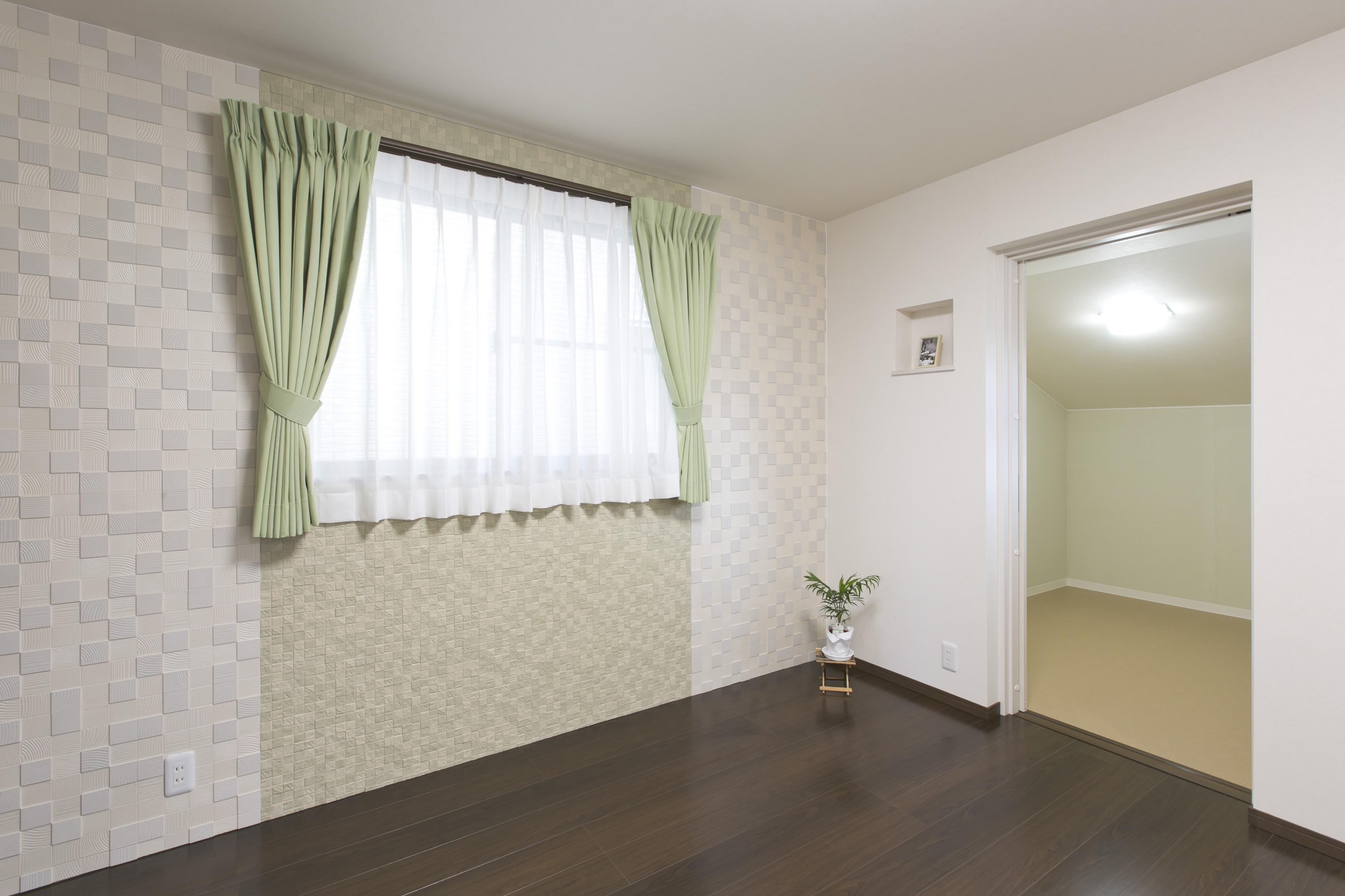 カーテンのある部屋